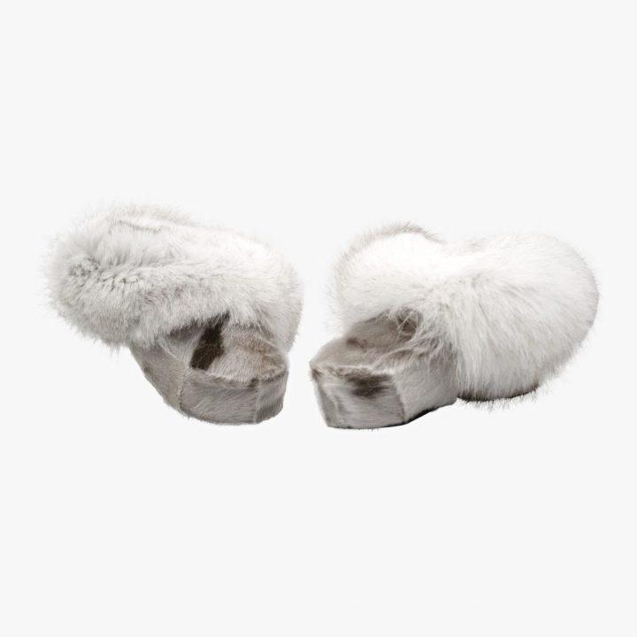 Sutsko i sælskind og polarræv