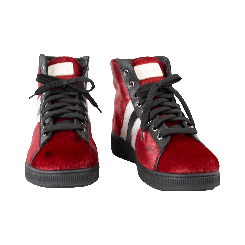 hiking boots i rødt med sorte snørebånd