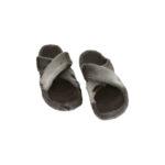 Sandal i sælskind med fodformet sål.