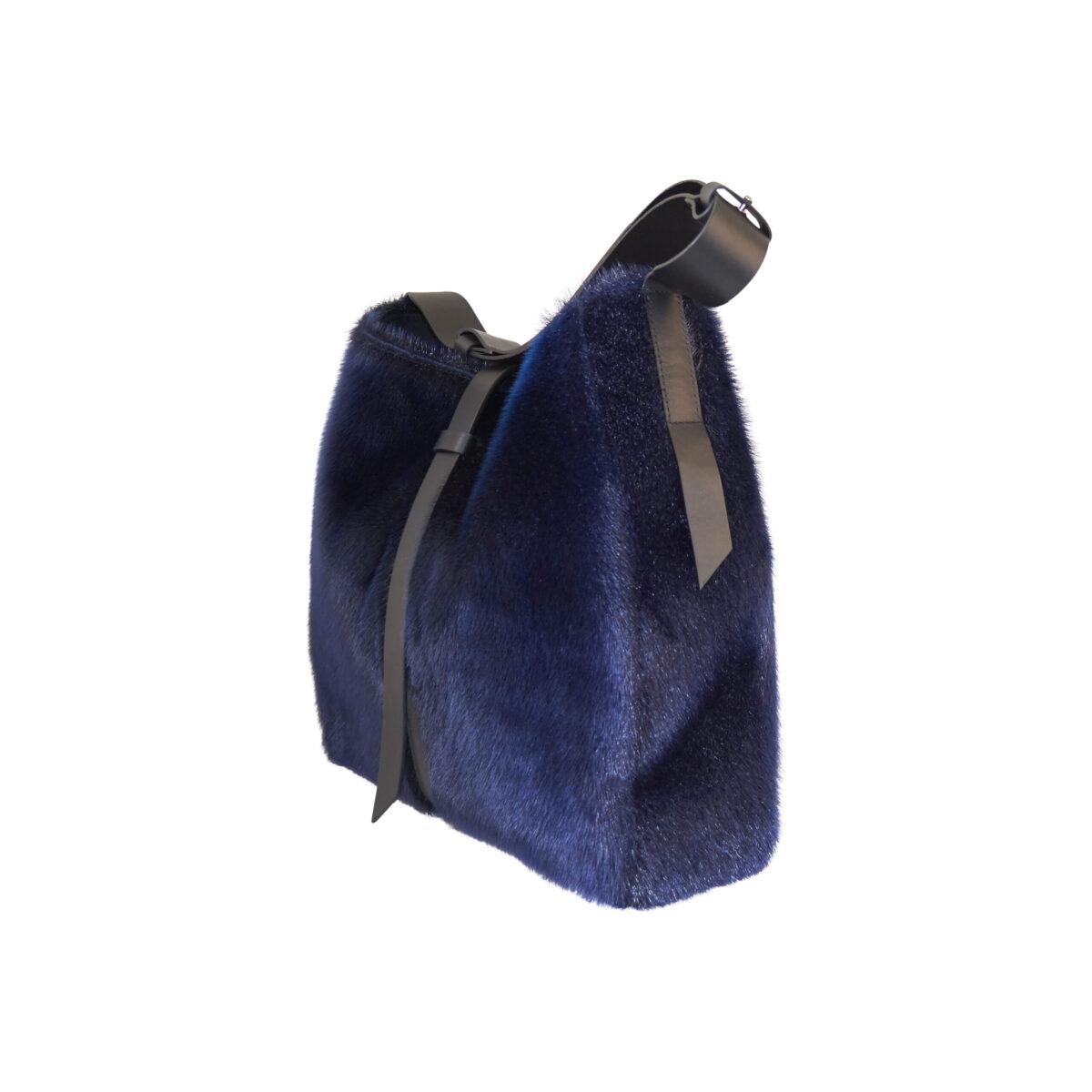 Taske i blå sælskind Design Morten Ussing