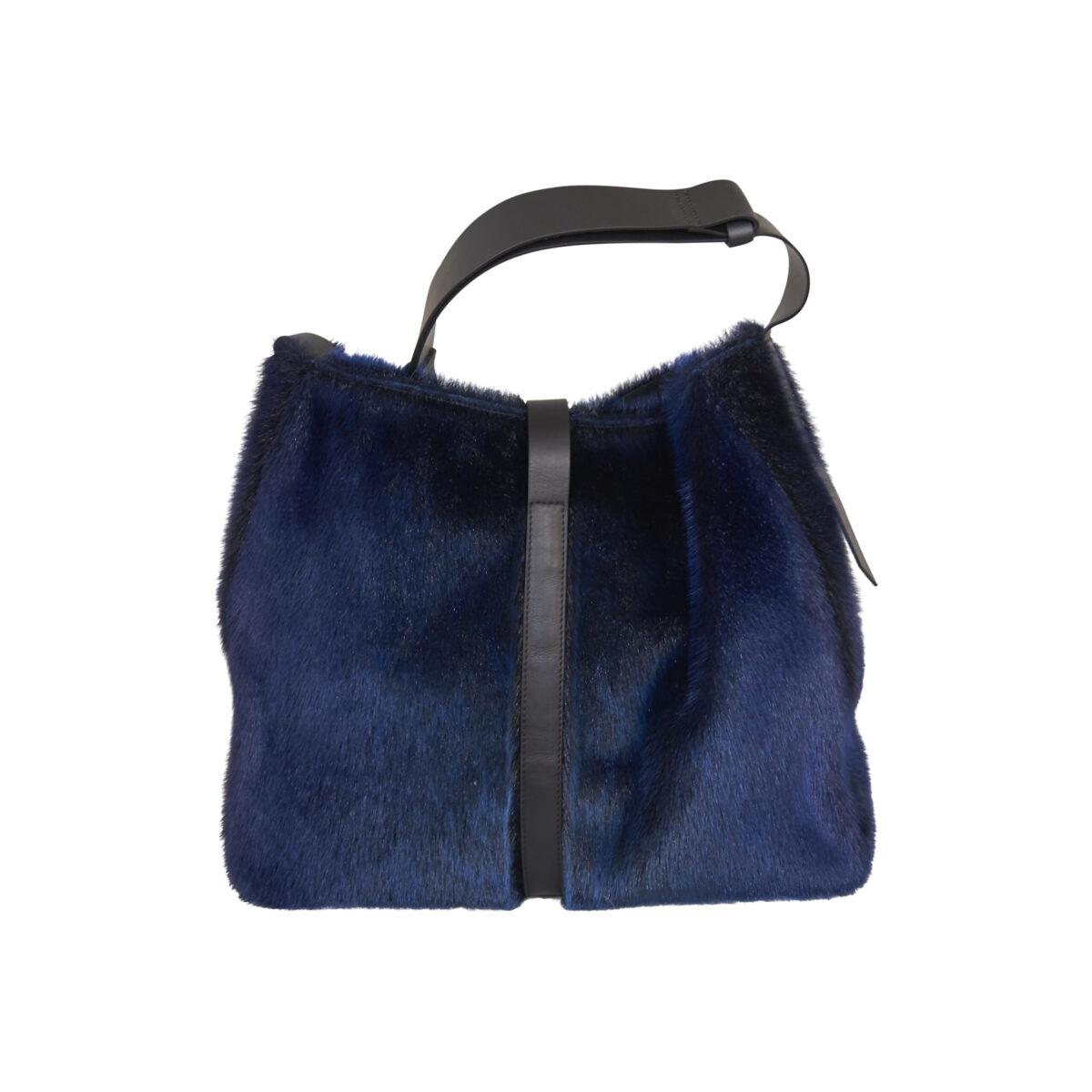 Ussing taske i blåt sælskind
